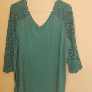 PRICE DROP Lace sleeve top